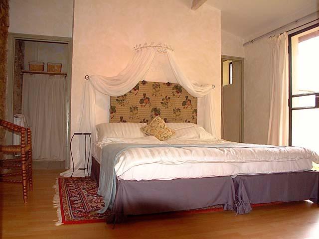 La grange maître bedroom01